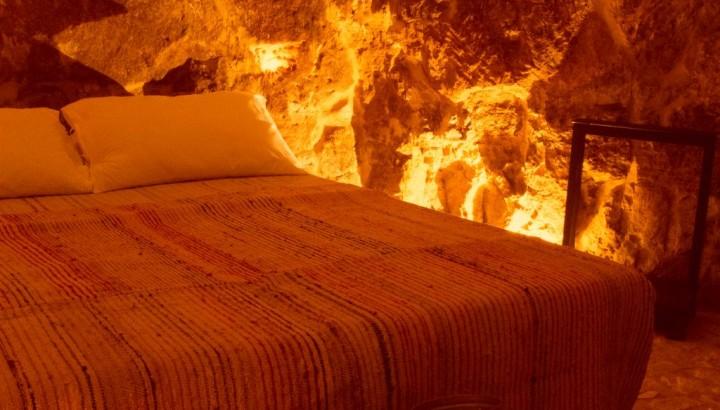 Particolare zona notte in casa grotta